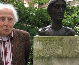 Cecil Woolf with the bust of Virginia Woolf located in Tavistock Square garden, dedicated in 2004